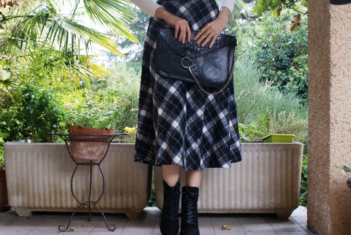 high waist tartan skirt outfit
