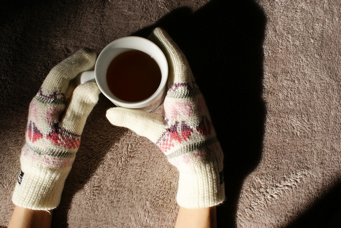 cozy gloves tea winter feeling