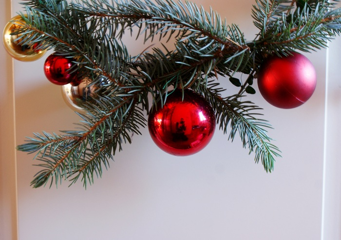 christmas balls pine wreath diy