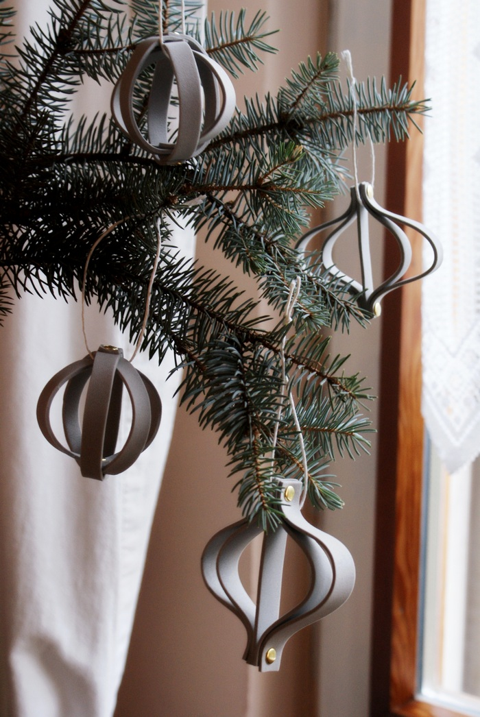 DIY MINIMAL CHRISTMAS TREE ORNAMENTS