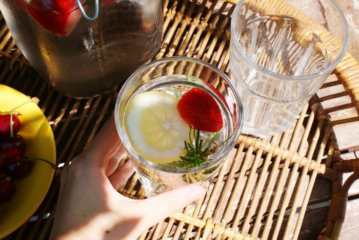 acqua detox fragole limone rosmarino