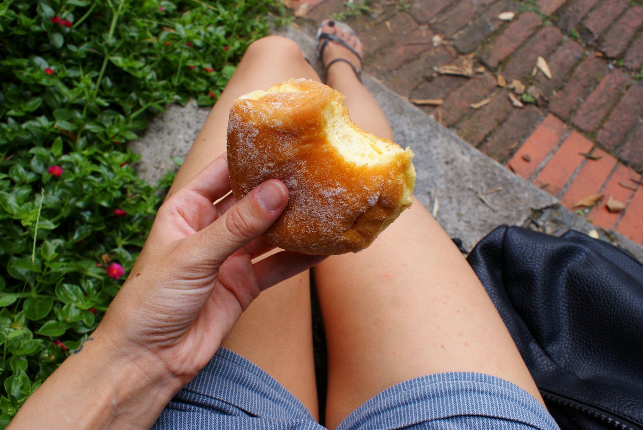 moneglia vernengo pastry krapfen bombolone