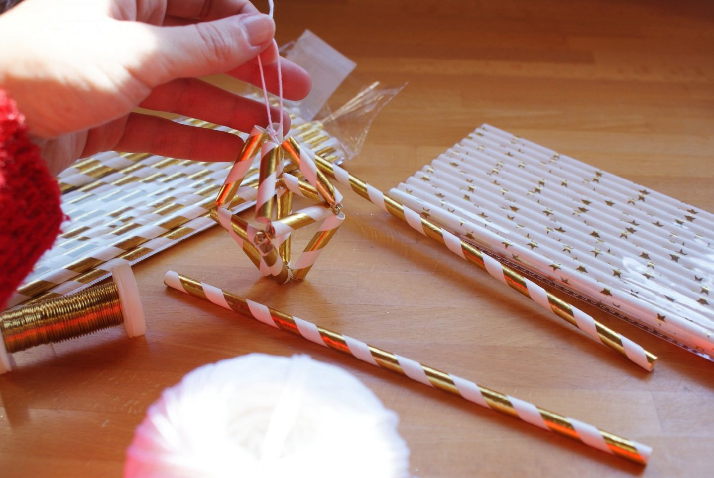 diy minimalist christmas ree decoration