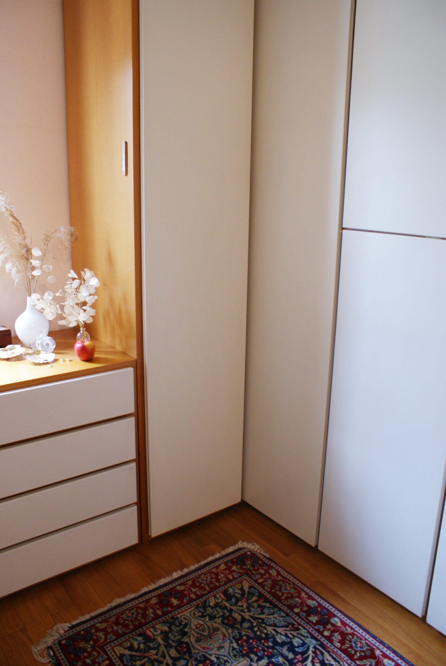 kondo declutter organize wardrobe closet tips hacks best
