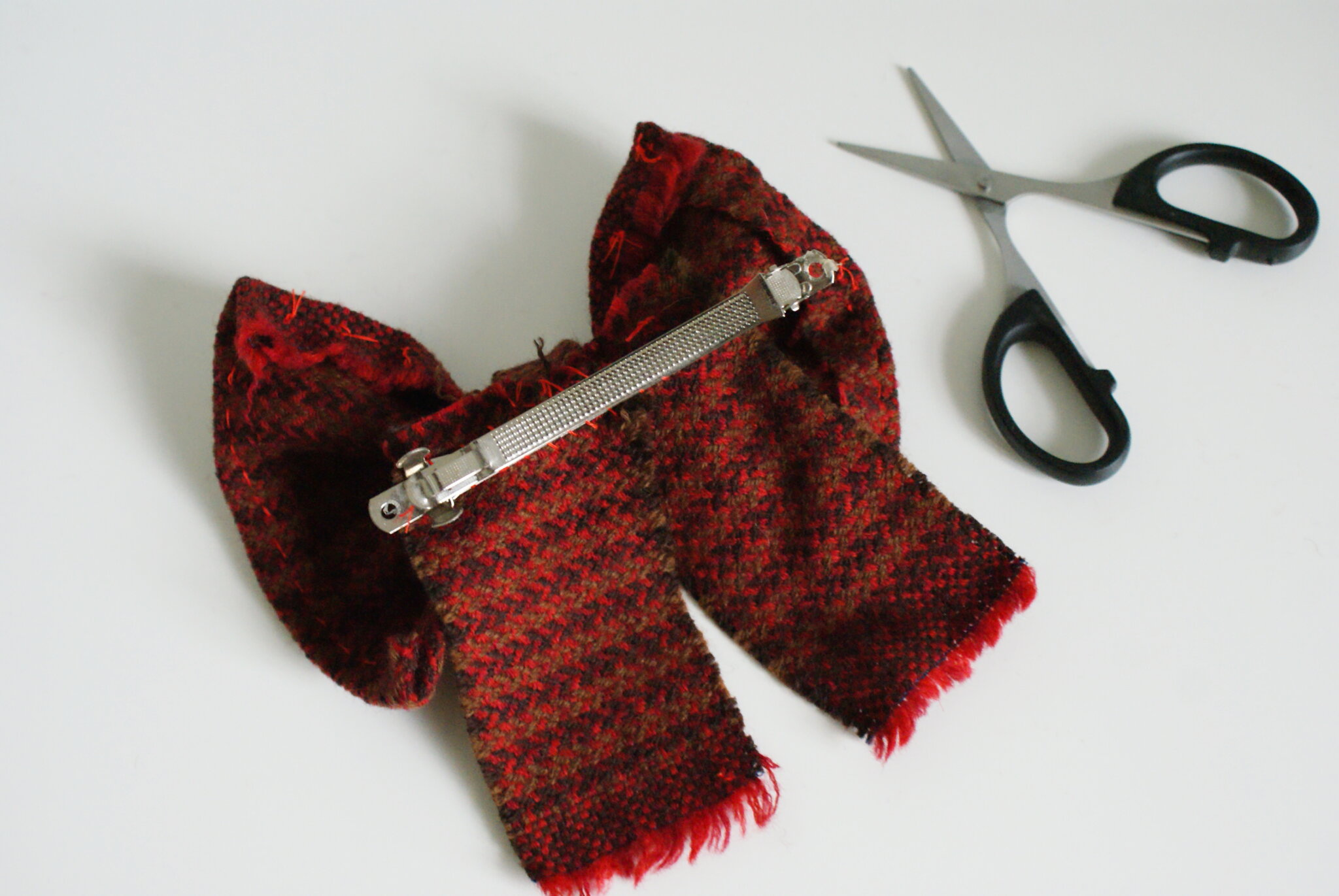 diy tartan hair wool bow clip tutorial