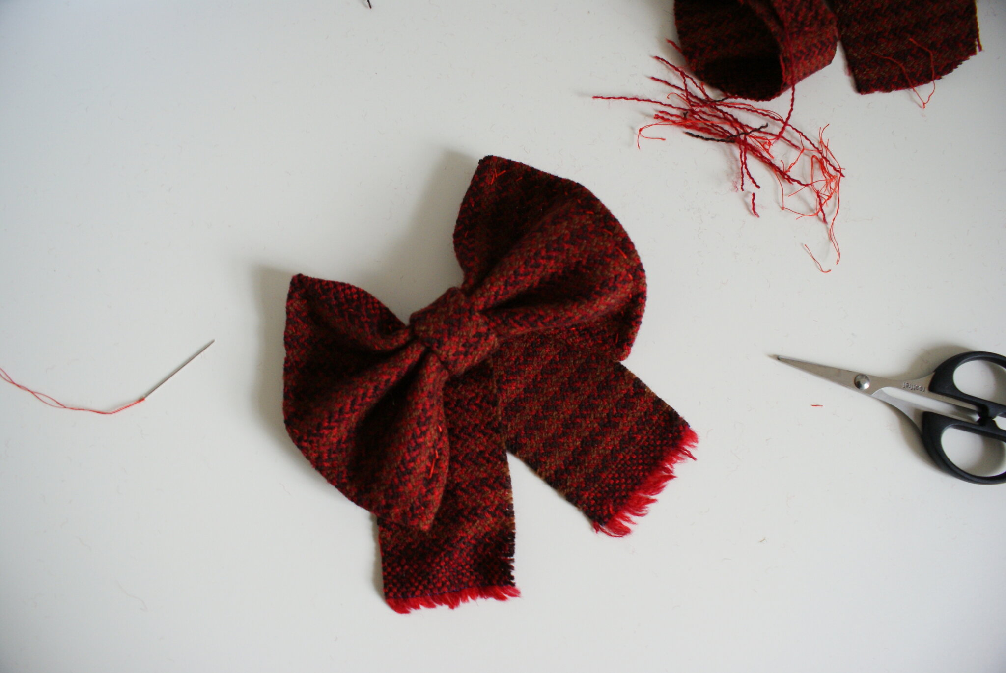 diy tartan bow hair clip easy handmade accessory festive outfits christmas tutorial