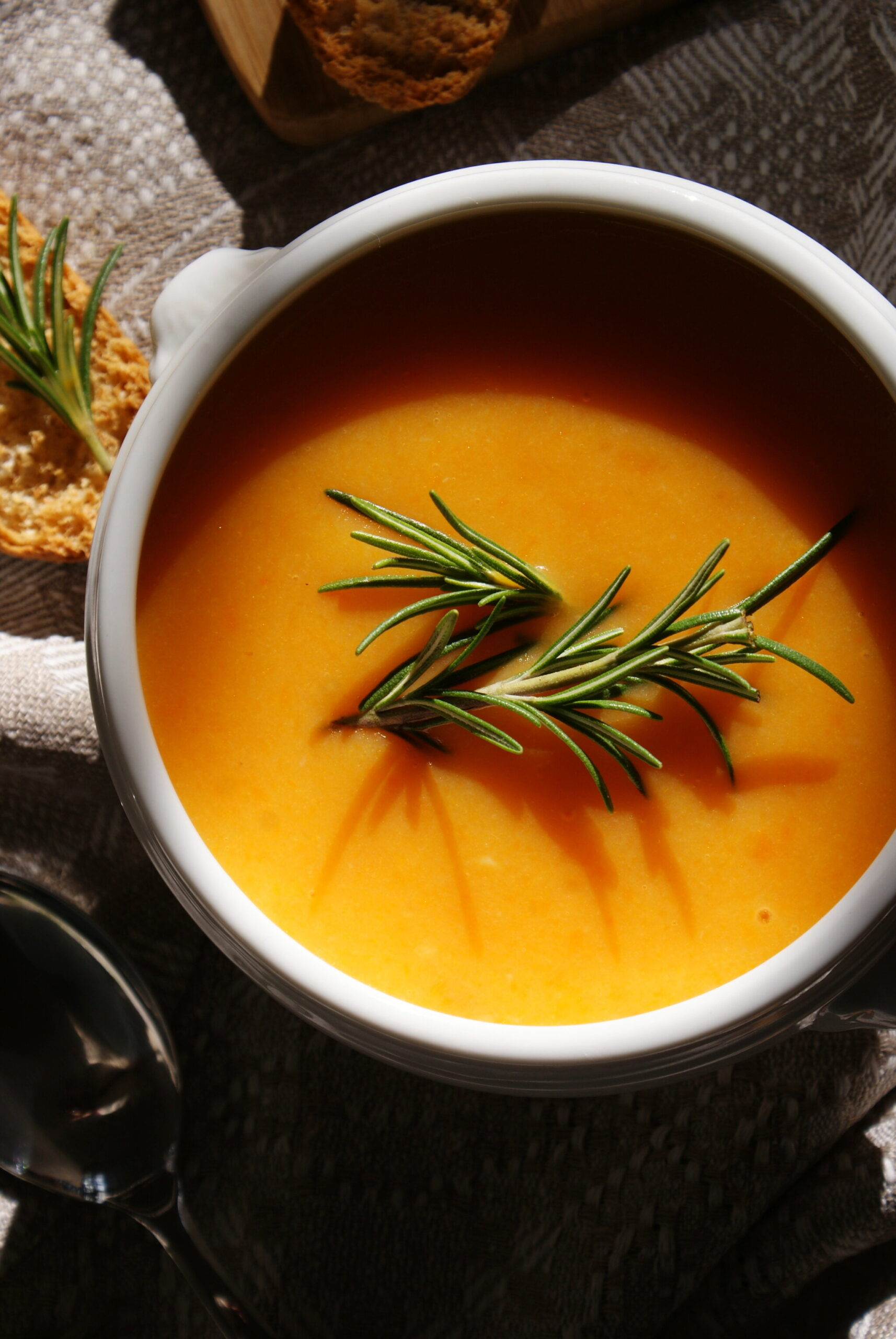 how make homemade pumpkin carrot soup easy quick Fall recipe home vegan healthy