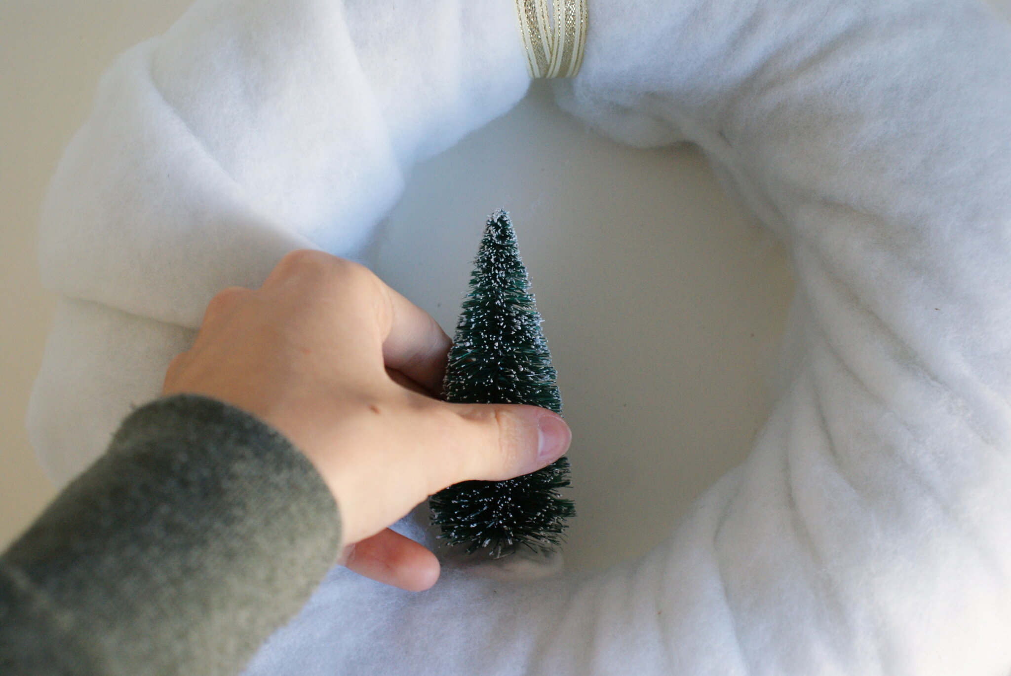 diy hanging miniature wreath snow white cotton tree christmas tutorial easy last minute