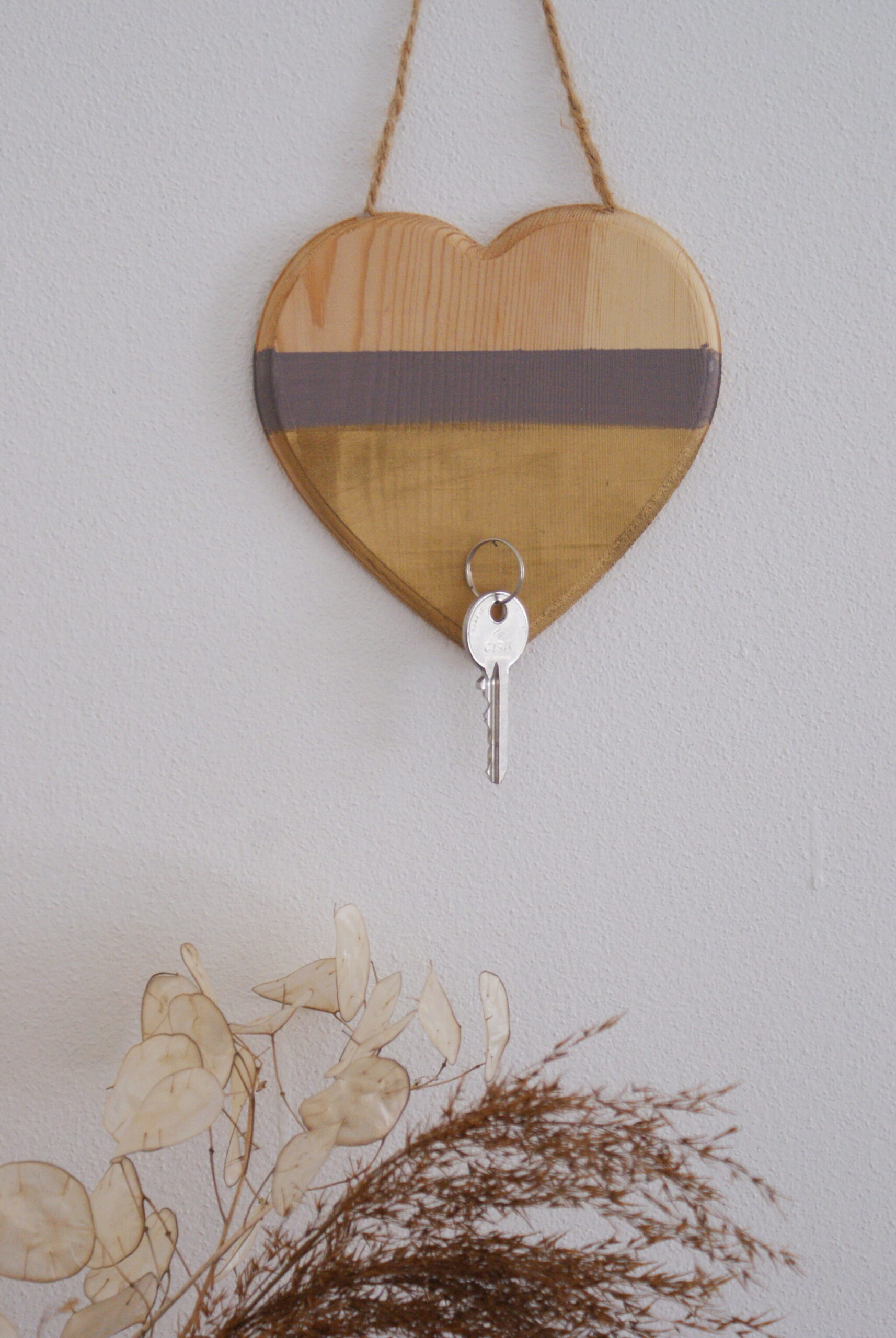 diy minimalist neutral hanging key holder wood entryway home decor tutorial easy francinesplaceblog