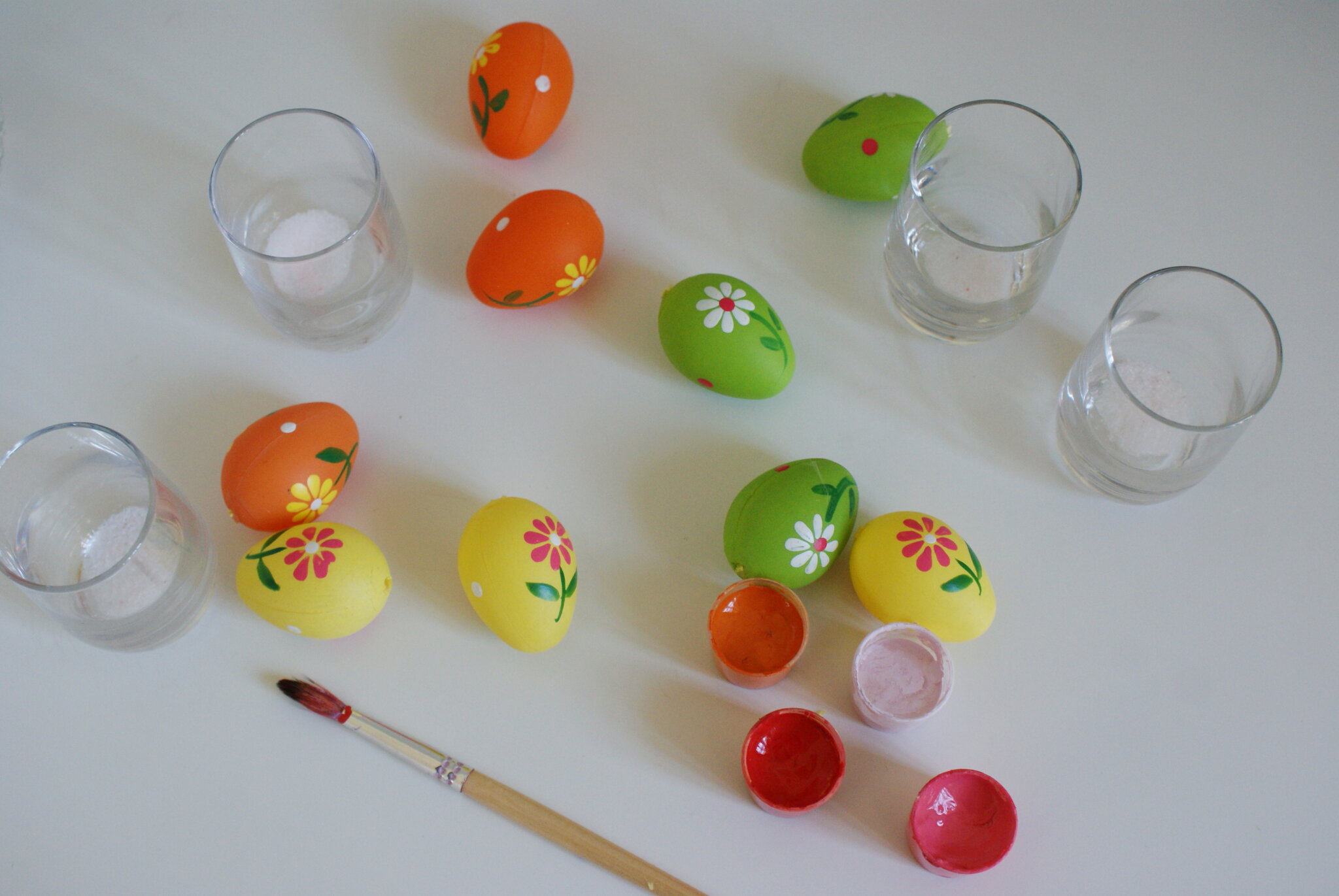 diy terracotta easter eggs decoration homemade paint craft ideas last minute chalk