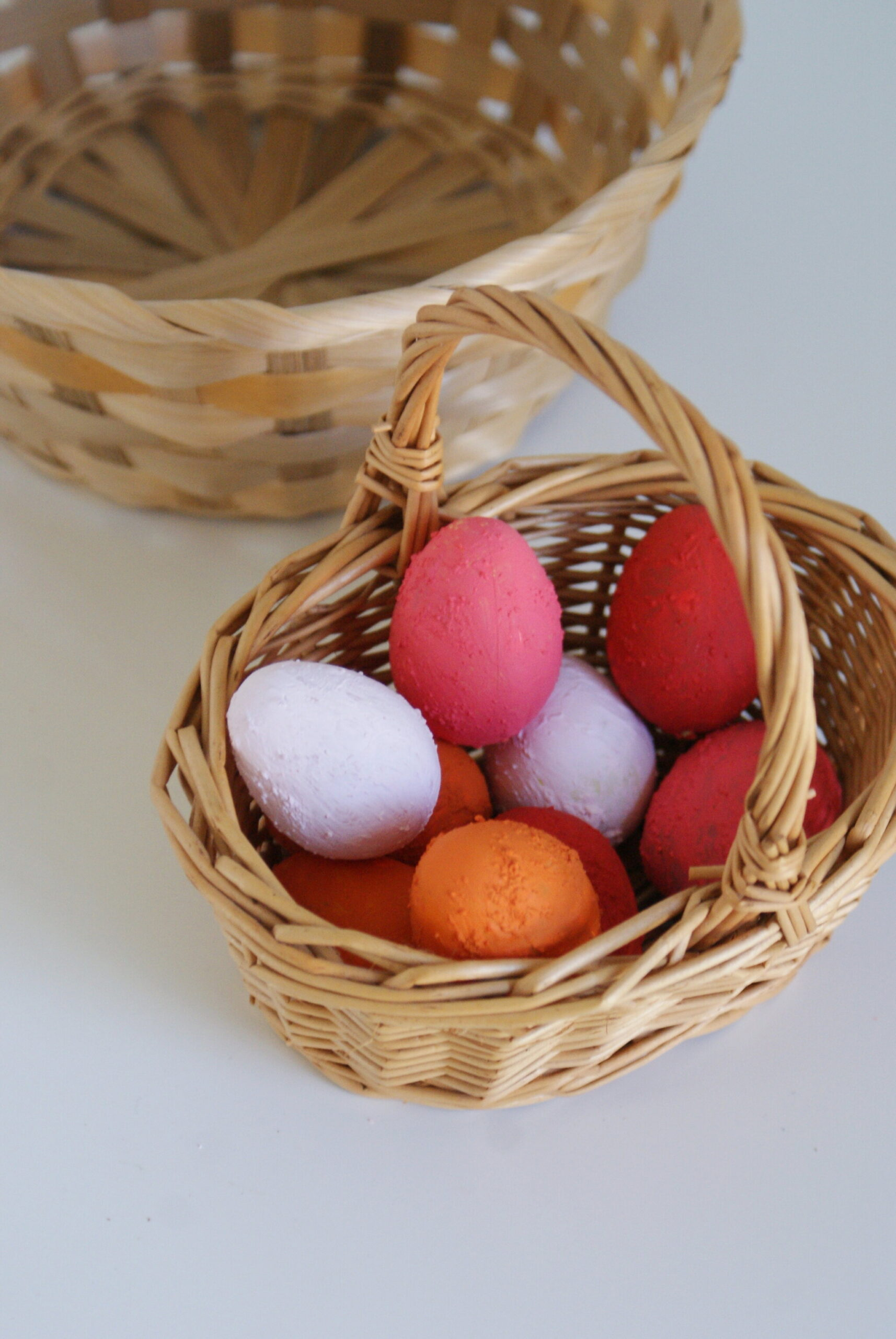 LAST MINUTE DIY TERRACOTTA EASTER EGGS DECORATION (WITH HOMEMADE PAINT)