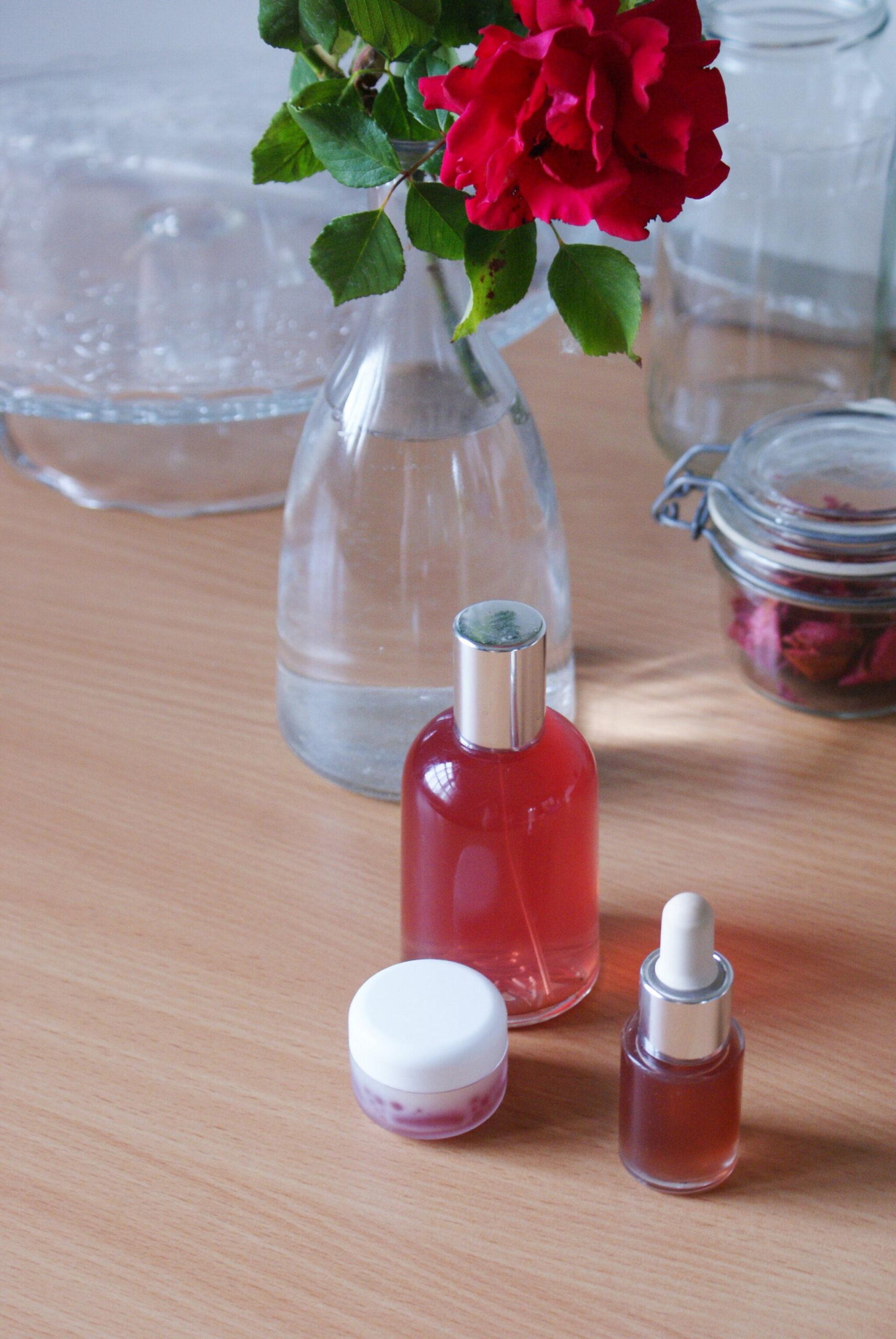 3 prodotti bellezza skincare rose fai da te come fare casa facile tutorial video siero acqua balsamo labbra