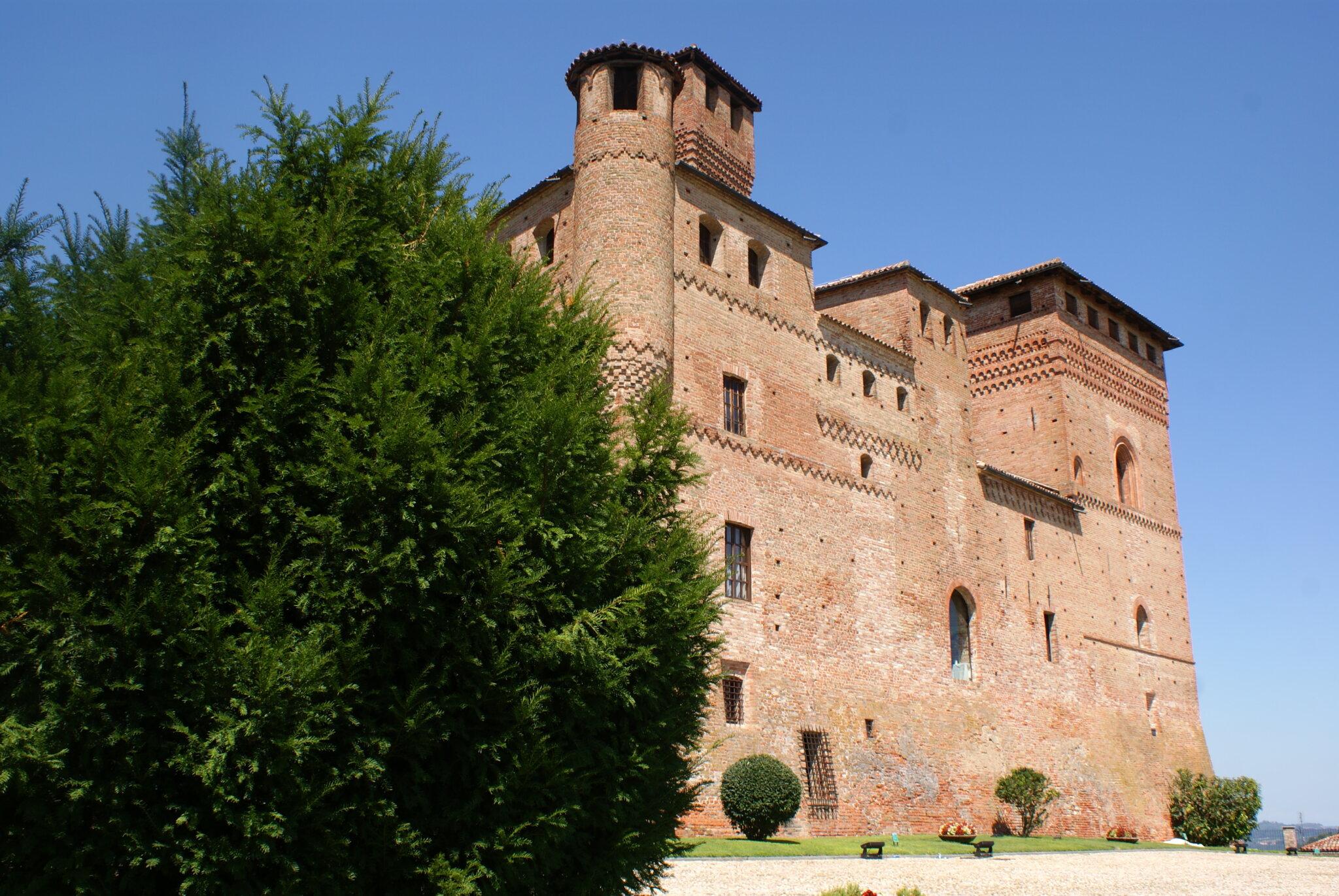 monferrato travel guide piemonte italy piedmont tips eat see do guida viaggio vedere mangiare fare turismo tourism trip francinesplaceblog grinzane cavour