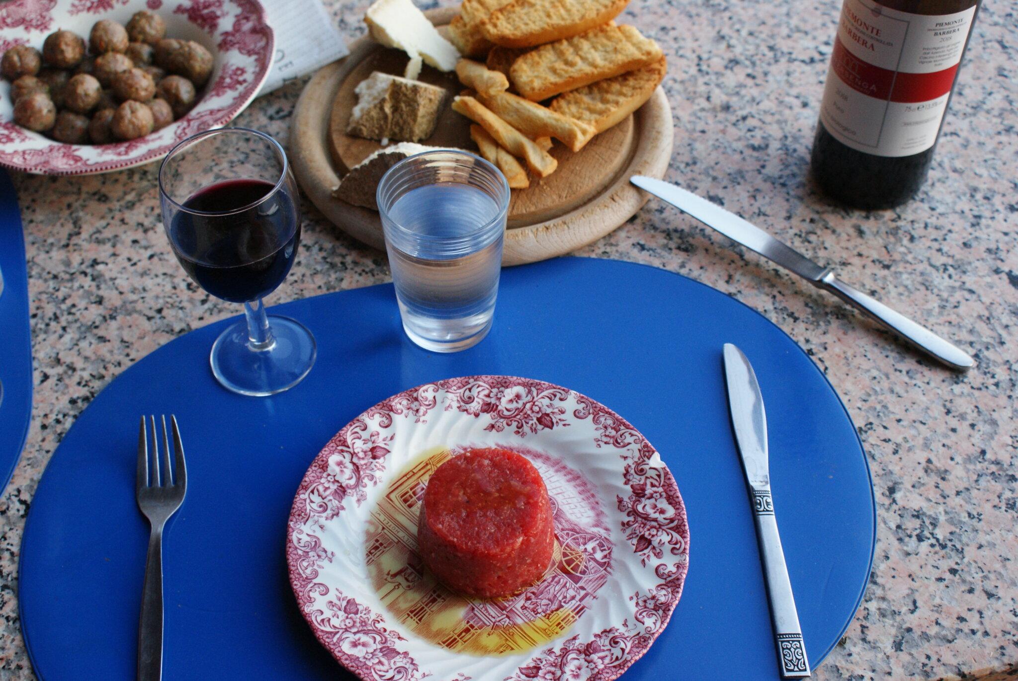 monferrato travel guide piemonte italy piedmont tips eat see do guida viaggio vedere mangiare fare turismo tourism trip francinesplaceblog tartare macelleria vittorio