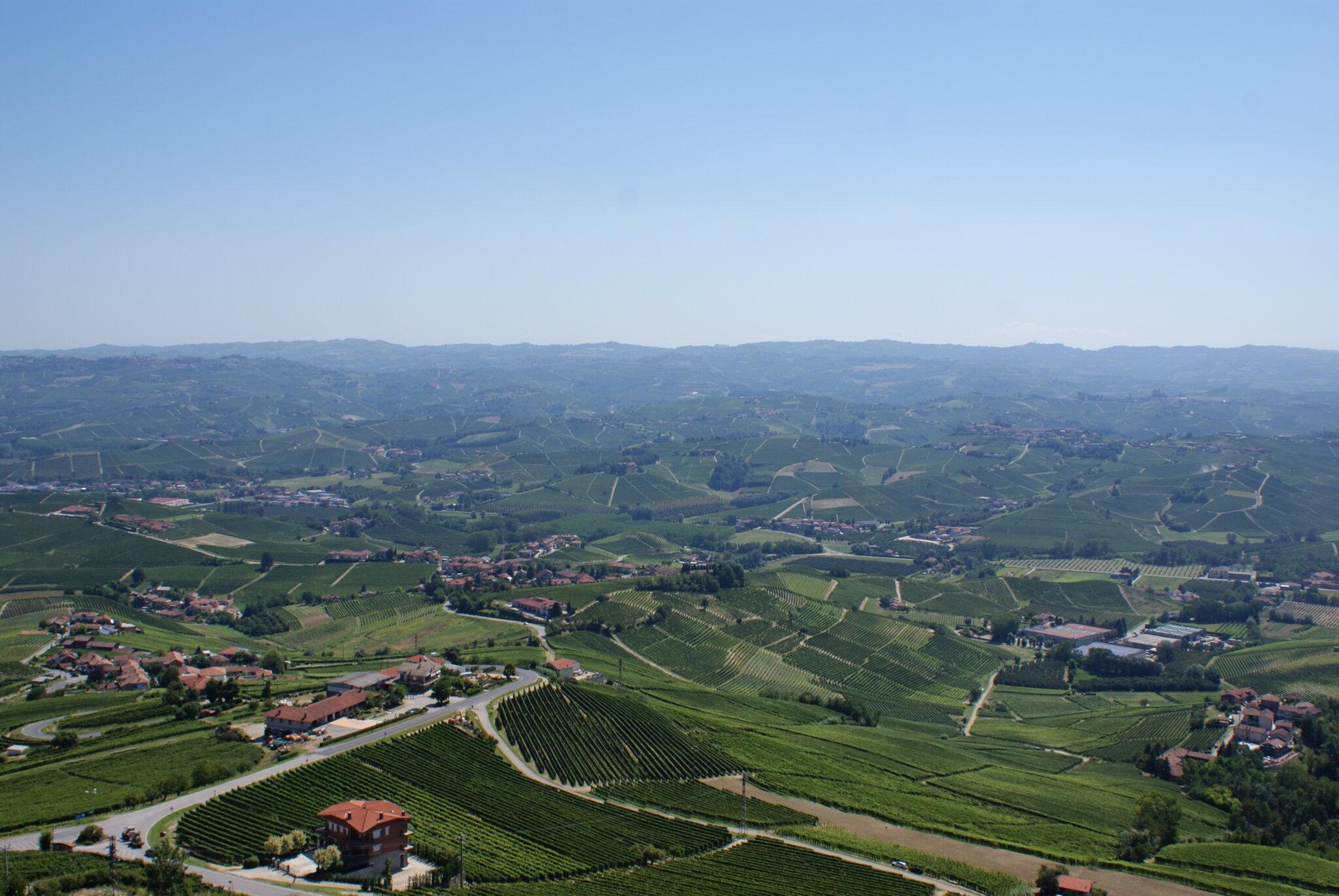 monferrato travel guide piemonte italy piedmont tips eat see do guida viaggio vedere mangiare fare turismo tourism trip francinesplaceblog la morra view