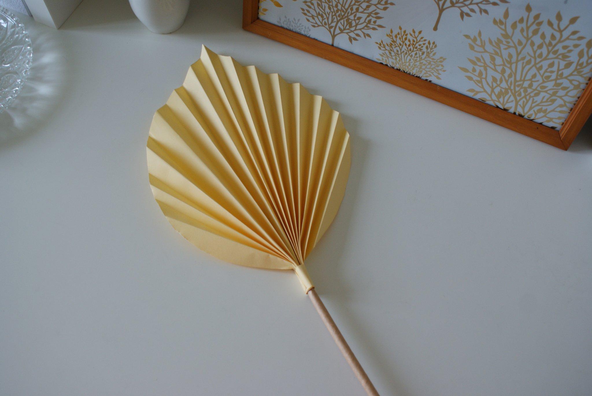 diy palm paper leaf leaves decor idea handmade craft easy simple tutorial home decoration neutral minimalist francinesplaceblog step 11