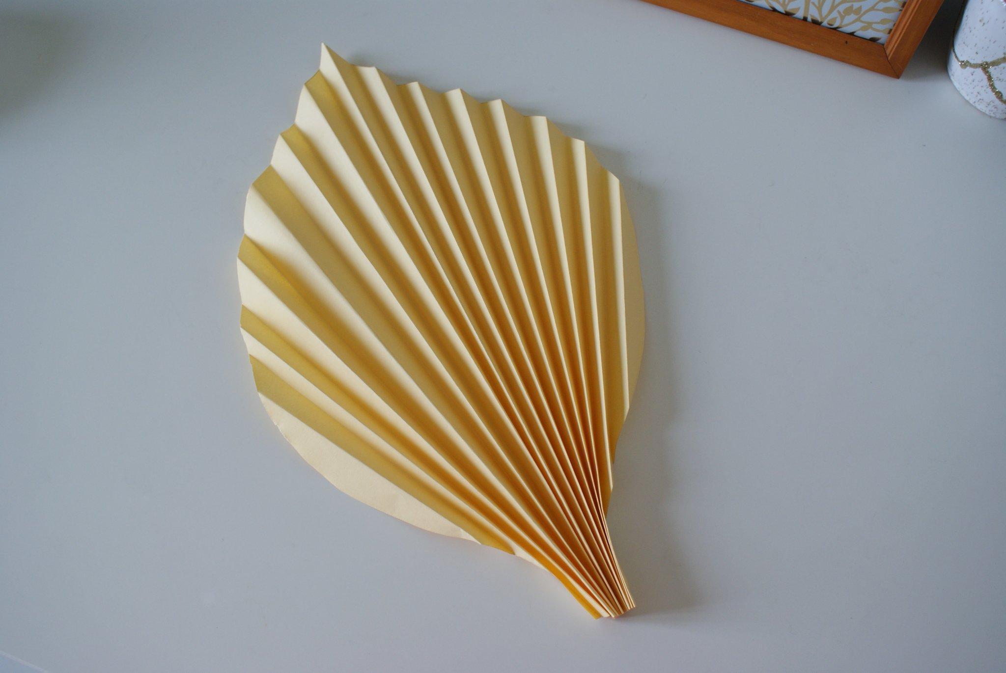 diy palm paper leaf leaves decor idea handmade craft easy simple tutorial home decoration neutral minimalist francinesplaceblog step 6